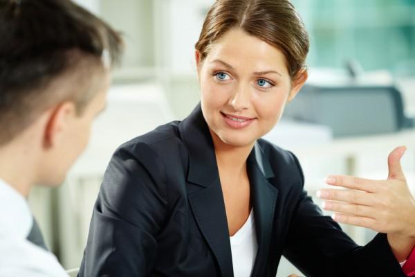 В - клиент - это специалист, который в некоторых случаях может быть более компетентным нежели сам продавец.