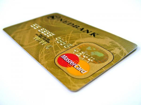 На фото - карта для получения кредита
