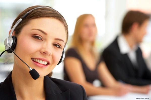 Фотоснимок оператора контакт-центра, готового ответить на любые ваши вопросы