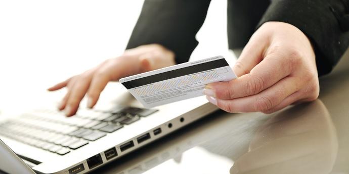 Можно брать кредит с зарплатной карты